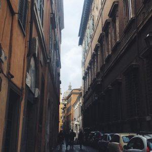 Roman peekaboo buongiornoroma