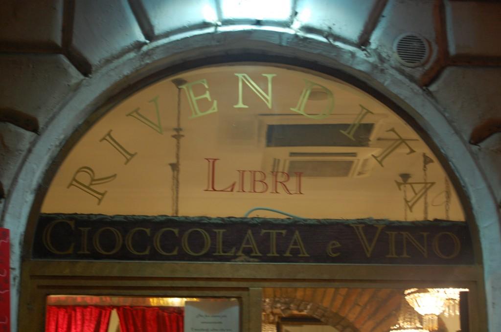 window above door advertising cioccolata e vino