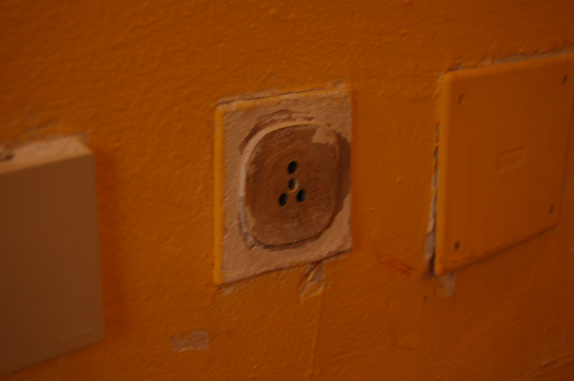 The Problem with Italian Plugs - An American in Rome