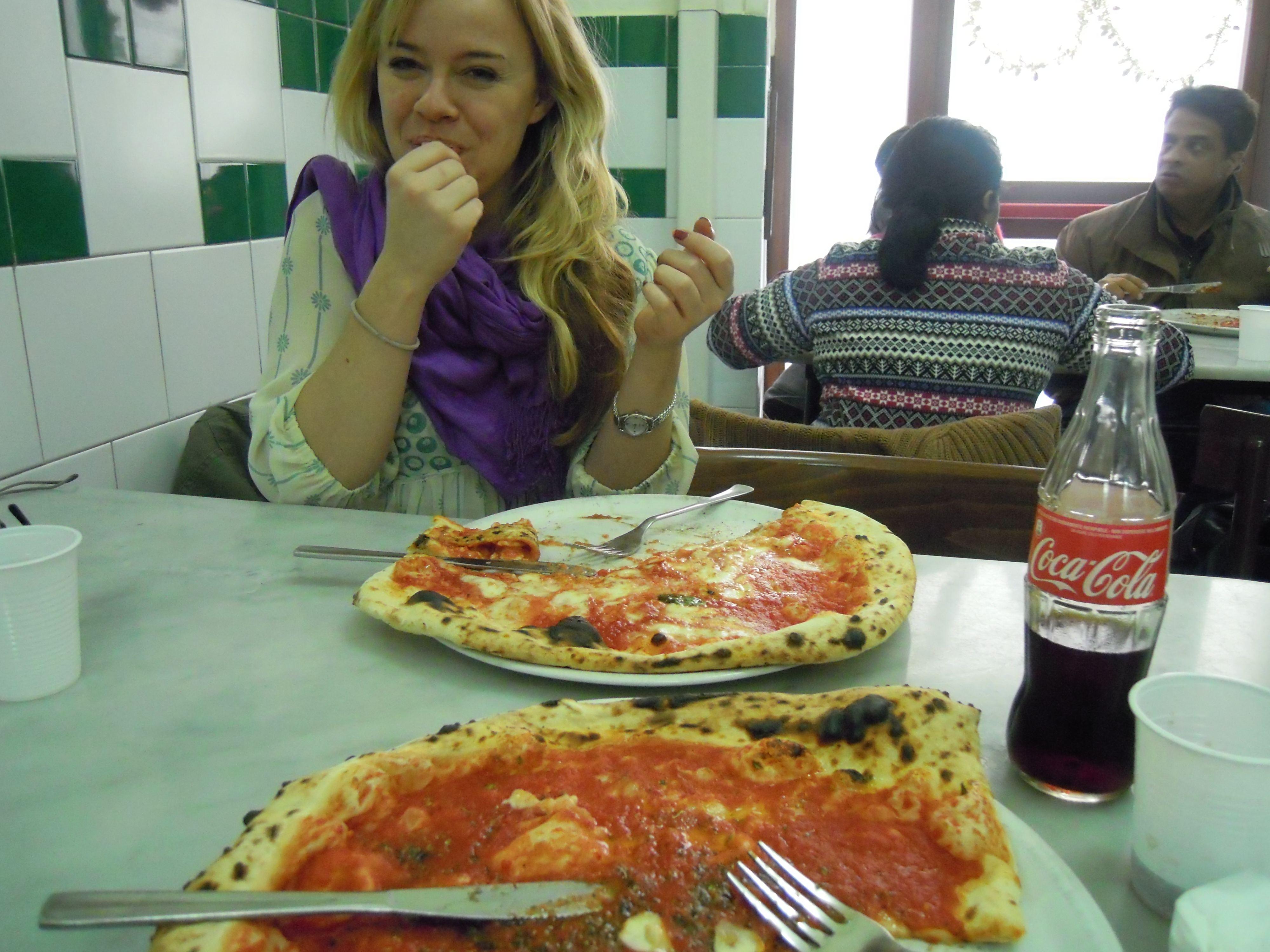 pizza in naples da michele an american in rome. Black Bedroom Furniture Sets. Home Design Ideas