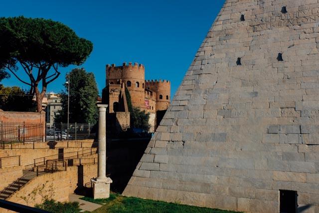 rome piramide