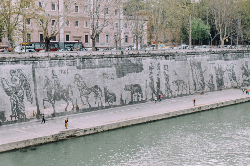 Triumphs and Laments along Tiber
