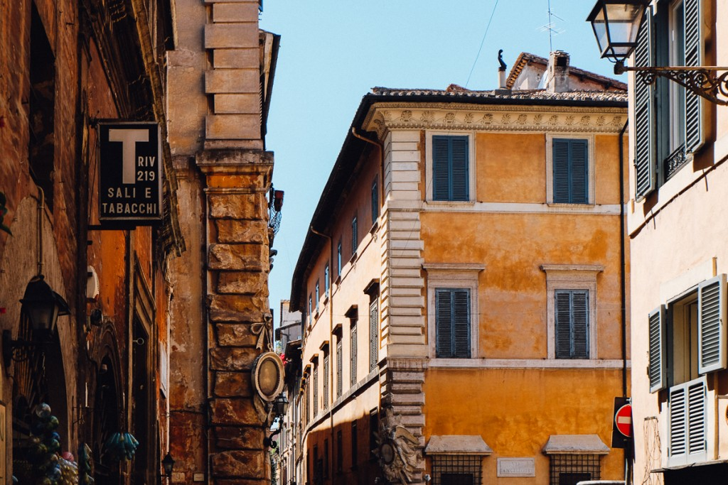 7 Things You Can Do at an Italian Tabaccheria