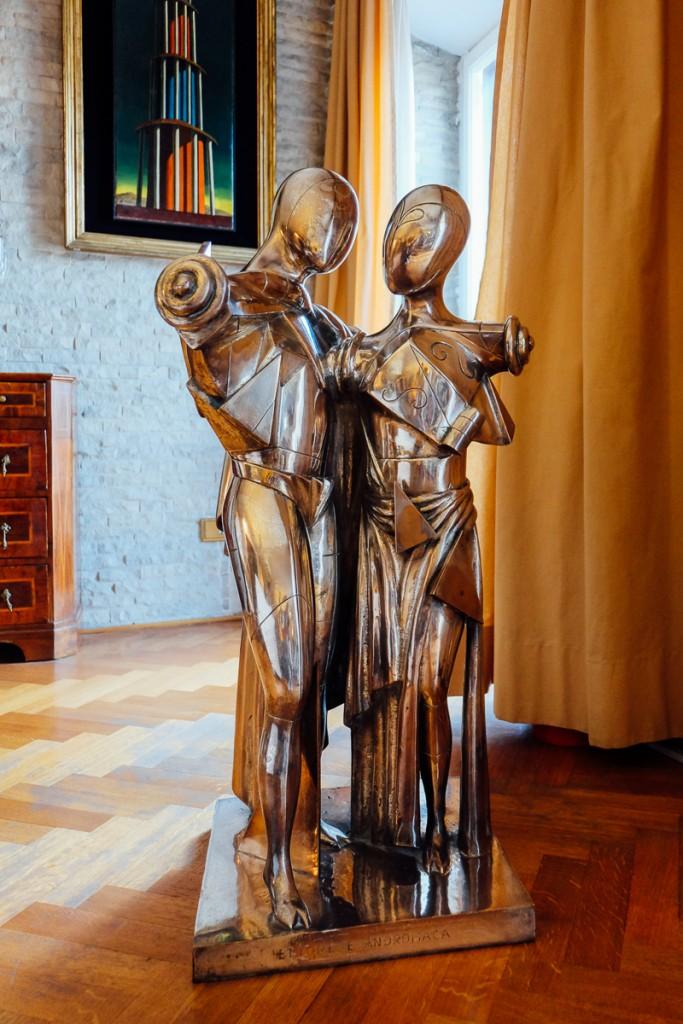 De Chirico embrace sculpture