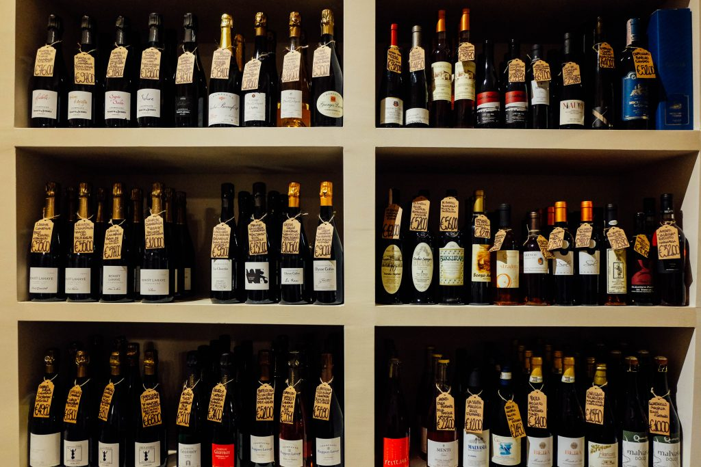 les-vignerons-rome natural wine shop