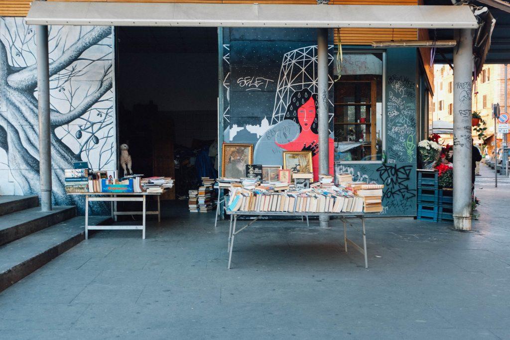 Books in piazza San Cosimato