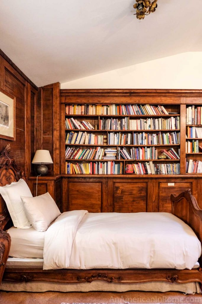 A bedroom in a Rome library