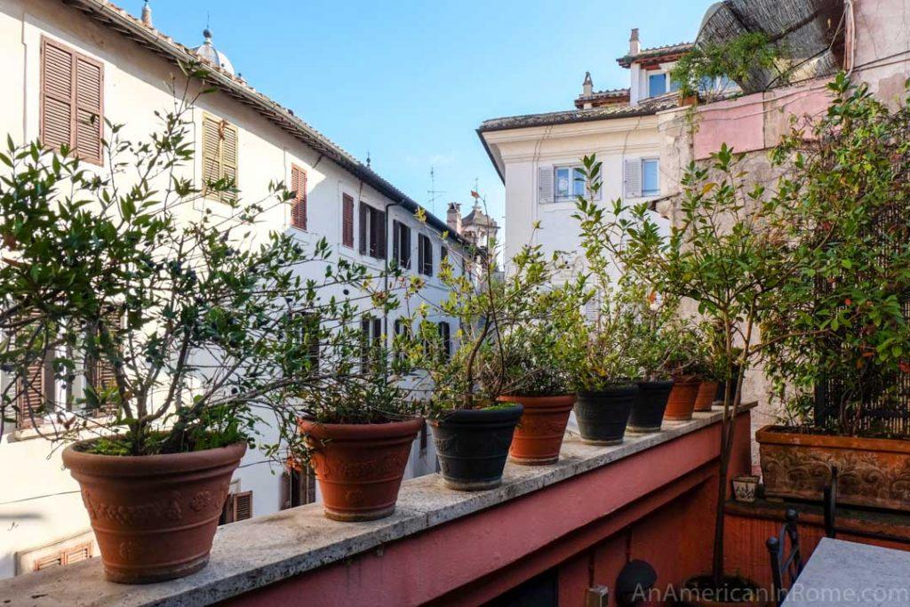 A quiet Rome terrace for rent