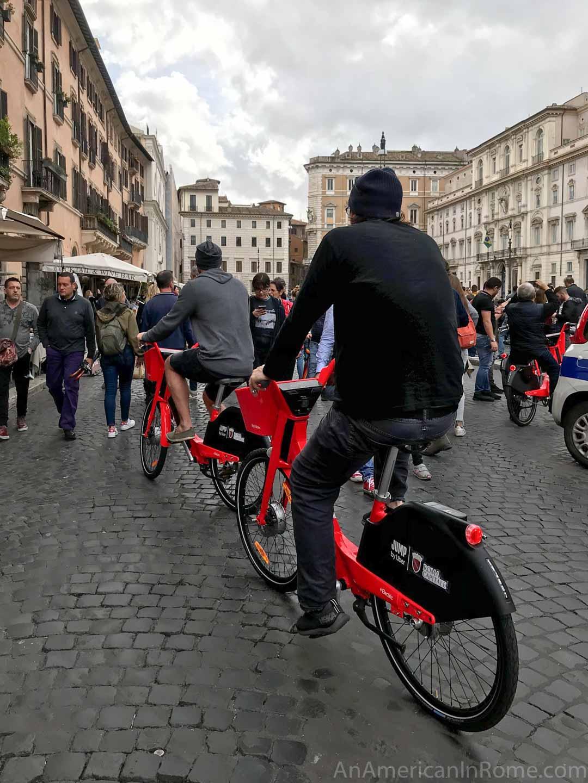rome bike rentals in Piazza Navona
