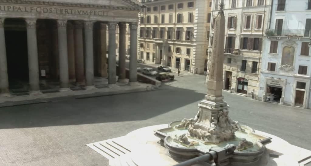 empty piazza della rotonda